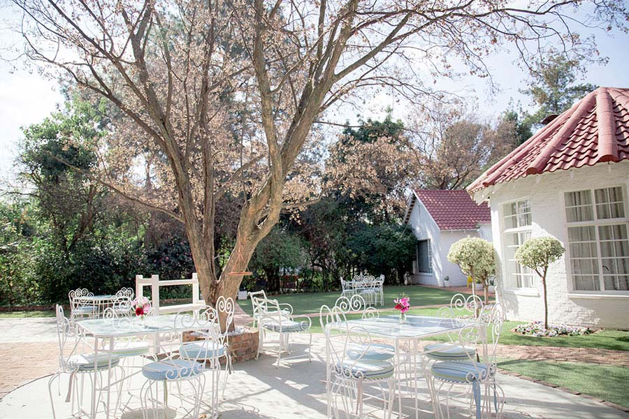 Acorn Lane Guest House Tea Garden Restaurant